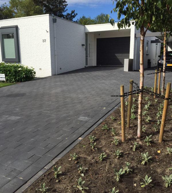 Aanleg Oprit en Carport – RVS Plantenbak