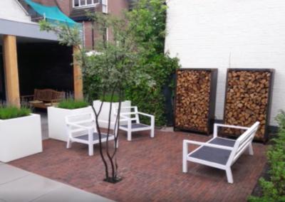 Stad tuin aangelegd Incl overkapping verlichting plantenbakken en vlonder